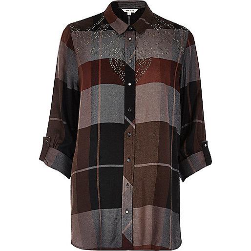 Chemise à carreaux grise cloutée