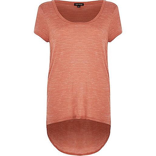 T-shirt marron clair à encolure dégagée