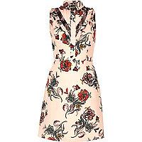 Pinkes A-Linien-Kleid mit Kragen
