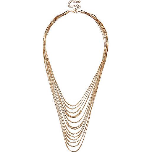 Colliers doré avec chaînes superposées