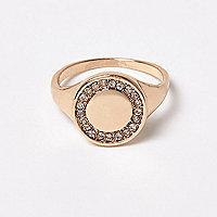 Goldener, verzierter Ring