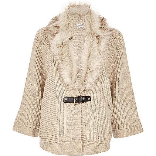 Cardigan style cape couleur avoine bordé de fausse fourrure