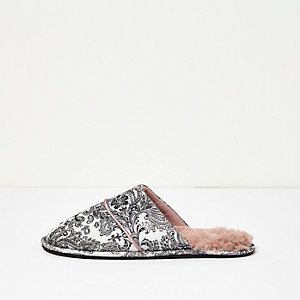 Cream paisley print slipper
