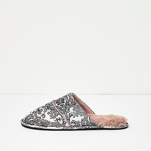 Slipper in Creme mit Paisleymuster