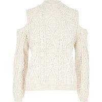 Pullover in Creme mit Zopfmuster und Schulterausschnitten