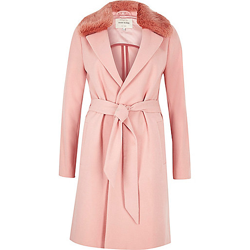 Manteau long rose à col en fausse fourrure