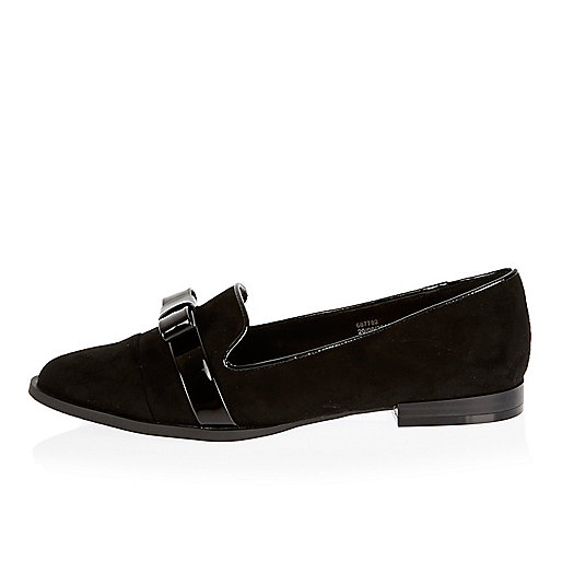 Black patent bow slippers