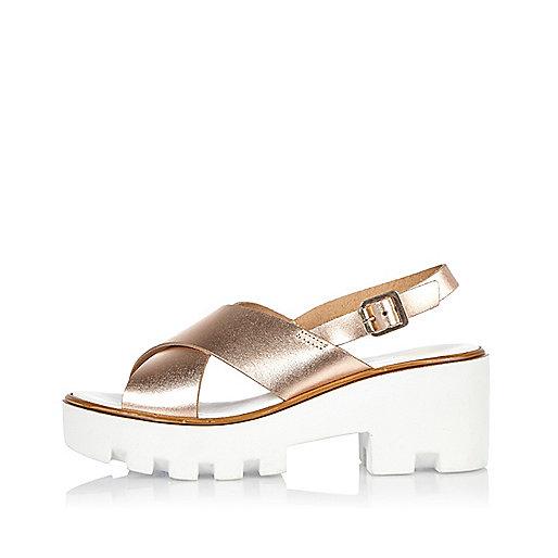 Goldene Plateau-Sandalen aus Leder