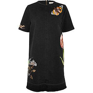 Robe en jean et t-shirt brodé noir délavé