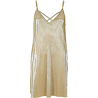 Robe évasée dorée plissée façon caraco