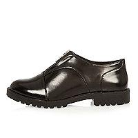 Chaussures noires zippées sur le devant