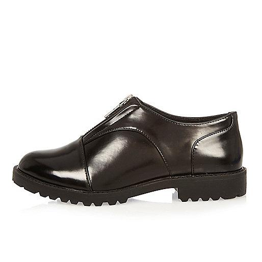 Schwarze Schuhe mit Reißverschluss