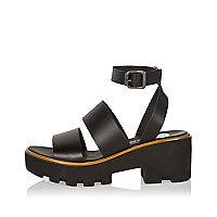 Sandales à grosses brides en cuir noir à plateformes