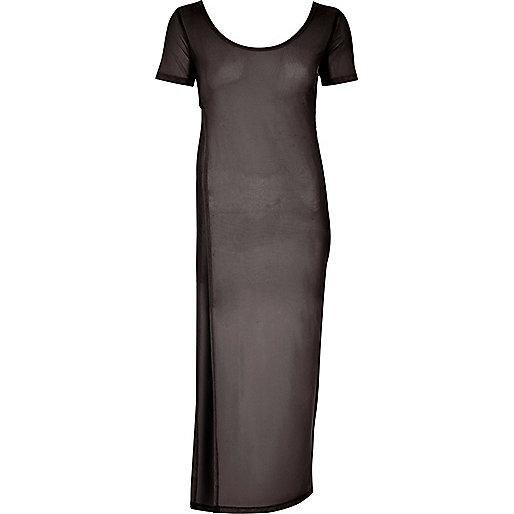 Robe longue noire avec t-shirt en résille