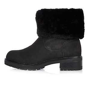 Black fur lined chunky boots