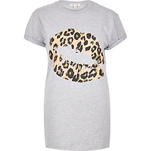 Grey lip print boyfriend fit t-shirt