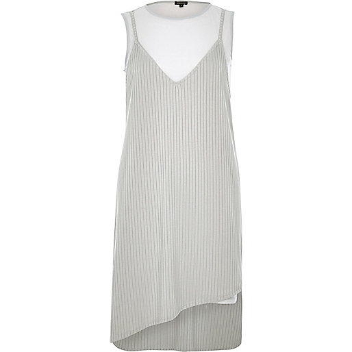 Graues, mehrlagiges Jersey-Kleid