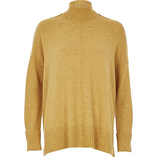 Dunkelgelber, kastenförmiger Pullover mit Ziernaht