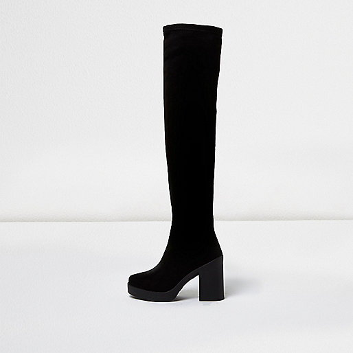 Schwarze Overknee-Stiefel mit Plateausohle