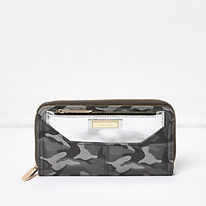 Grey camo zip around purse