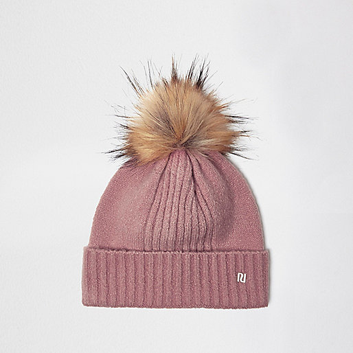 Beanie in Hellrosa mit Pompons