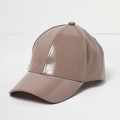 Nerzfarbene Lack-Kappe