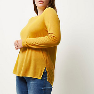 RI Plus yellow scoop neck top