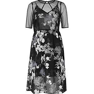 Robe mi-longue en mousseline noire à fleurs
