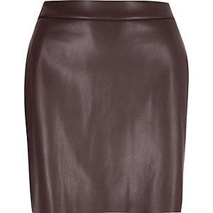 Mini-jupe en cuir synthétique violet foncé