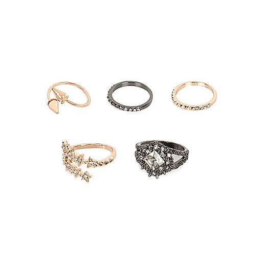 Ringe in Gold und Stahlgrau im Set