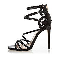 Chaussures à brides noires vernies et talons, coupe large