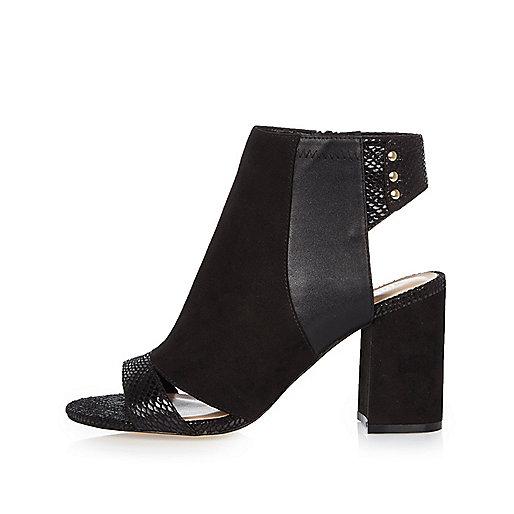 Stiefel in Schwarz mit Einsätzen, weite Passform