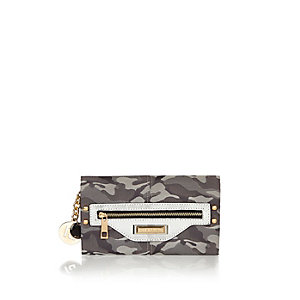 Green camouflage print purse