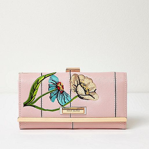 Porte-monnaie rose avec broderies fleurs et fermoir clip