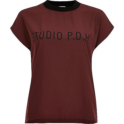 T-shirt rouge à empiècement tissé sur le devant