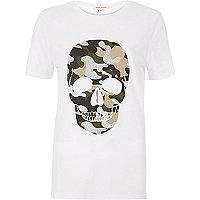 Weißes T-Shirt mit Camouflage-Muster und Totenkopfmuster