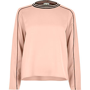Light pink sporty trim top