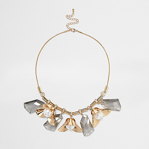 Gold tone flower detail statement necklace