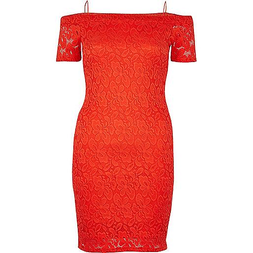 Rotes Bardot-Kleid aus Spitze