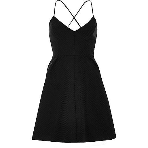 Schwarzes Skater-Kleid mit Trägern