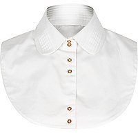 White pleated collar bib