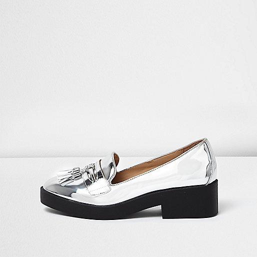 Silberne, klobige Loafer