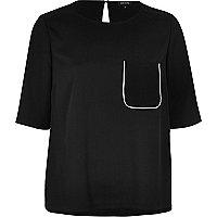 Black chest pocket T-shirt