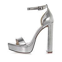 Chaussures argentées à plateforme, double bride et talons