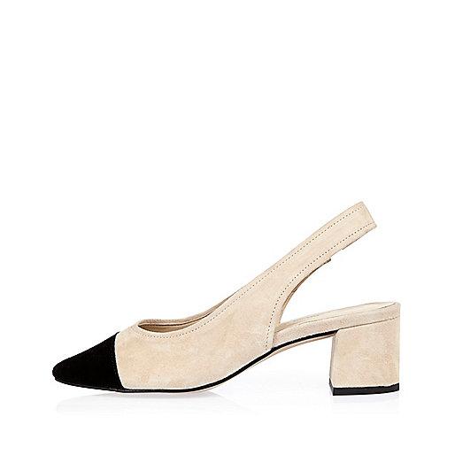 Chaussures en daim crème et noires à bride arrière et talons carrés