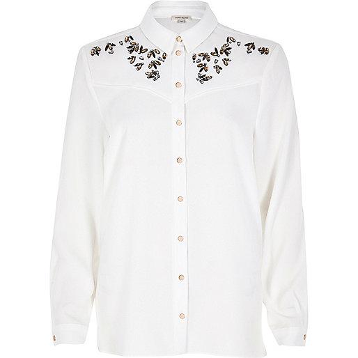 Weißes Hemd mit Pfirsichmotiv