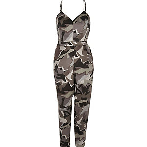 Grauer Overall mit Camouflage-Muster