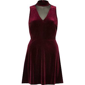 Dunkelrotes Skater-Kleid mit Mesh-Einsatz