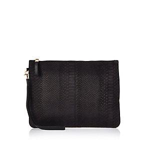 Schwarze Pochette-Tasche aus Leder in Schlangenlederoptik