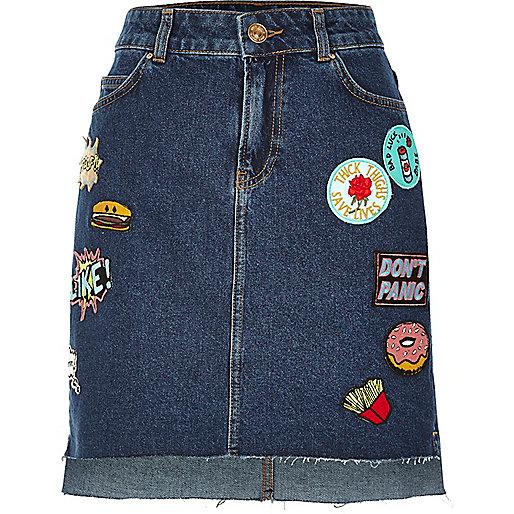 Dark blue wash badge stepped hem mini skirt